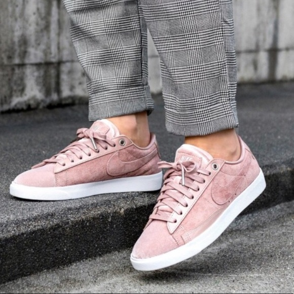 NEW NIKE Blazer Low LX Suede Shoes e02bc7a67
